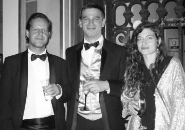 21er Haus curator Severin Dünser, Nefeli Papakryiakopoulou and a friend
