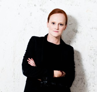 Bettina Steinbrügge, curator for contemporary art at Belvedere/21er Haus, Vienna. Bettina studied art history, English philology, and comparative literature in Kassel. From 2001 to 2007 she was the Director of Halle für Kunst Lüneburg. After being a lecturer at the University of Lüneburg and the Kunstraum of Lüneburg University during the same period, she began teaching at the Haute école d'art et de design de Genève (HEAD) in 2009. Since 2007 she is a member of the program team of the Forum Expanded of the International Film Festival Berlin (Berlinale). From 2009 to 2011 she was curator of La Kunsthalle Mulhouse – Centre d'art contemporain, from December 2010 till the end of 2013 she is curator for contemporary art at the Belvedere/21er Haus in Vienna. As of January 2014, she will be the Director of the Kunstverein in Hamburg. Bettina Steinbrügge publishes regularly on contemporary art, in particular about art and the moving image. Since 2004 she has been a jury member of the Outdoor Gallery of the City of Gdansk.