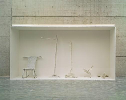 """Franz West, Genealogie des Ungreifbaren, 1997 Installation display case for five """"Adaptives"""", 215 x 405 x 100 cm. © Generali Foundation. Photo: Werner Kaligofsky"""