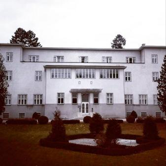 Sanatorium Purkersdorf #makontour #wegedermoderne #josefhoffmann #adolfloos #MAK #makvienna #architecture #now #cityescape