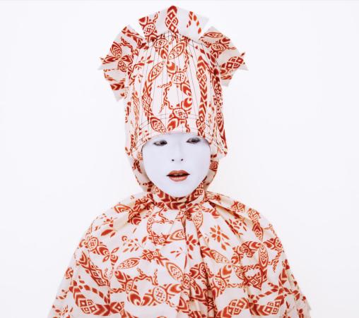 Kimiko Yoshida, Painting (laughing girl by Vermeer), autoportrait, 2007-2010, impression sur papier Archive anti UV, 142 x 142 cm, Galerie Caroline Smulder, photocredit: courtesy of the artist