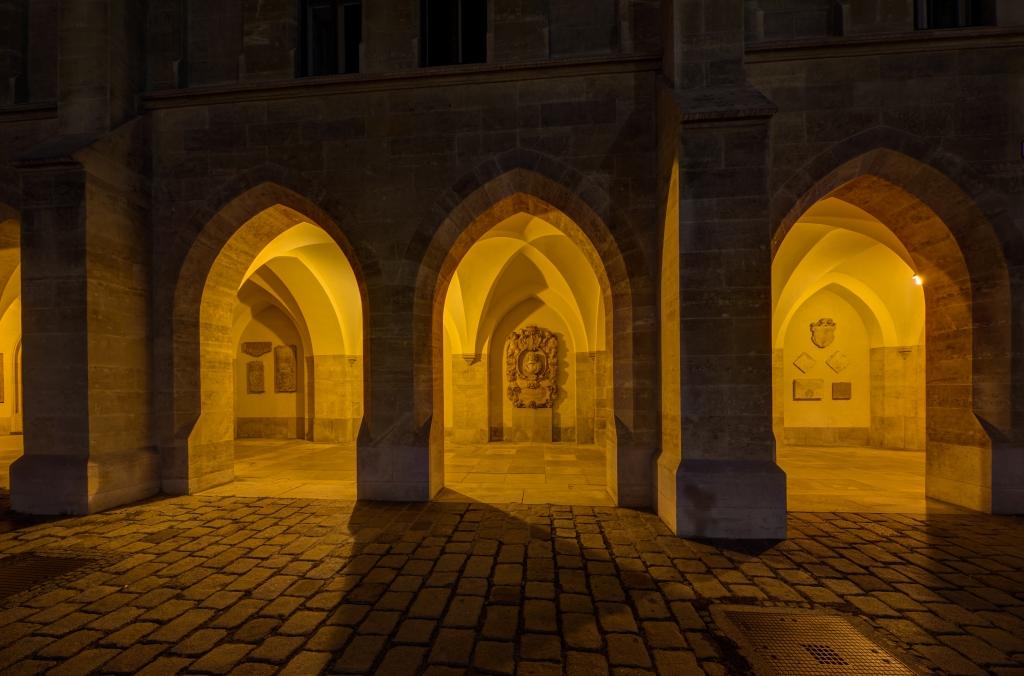 AT_46784_Minoritenkirche,_Arcades_with_Epitaphs-55