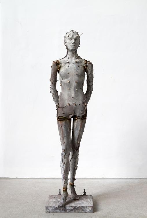 Heimo Zobernig Untitled (front side), 2016, Bronze, 189 x 49 x 49 cm, Courtesy Galerie Meyer Kainer, Photo: Archive HZ