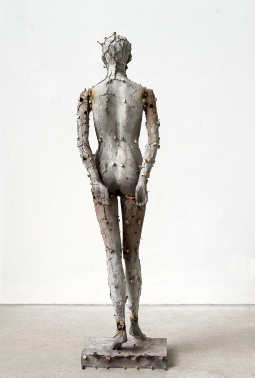 Heimo Zobernig Untitled (back side), 2016, Bronze, 189 x 49 x 49 cm, Courtesy Galerie Meyer Kainer, Photo: Archive HZ
