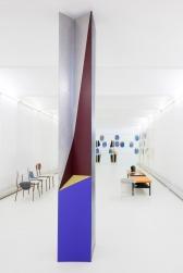 Jimena Mendoza, Column (Sloupec), 2016, welded metal, 3 m x 40 cm (each side), courtesy of Galerie nächst St. Stephan Rosemarie Schwarzwälder