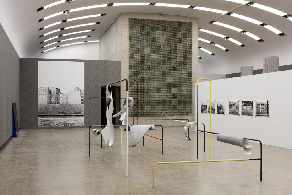 Installation view: Beton, Kunsthalle Wien 2016, Foto: Stephan Wyckoff