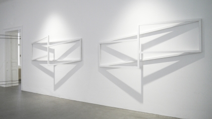 Anna-MariaBogner, Untitled (exhibition view), 2015, object, wood and grounding, 2 parts, each 99,9 x 250 x 25 cm, photo by the artist