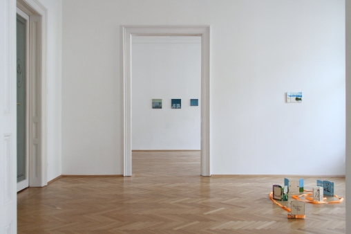 """""""ROCK BOTTOM SHOW"""", Michael Fanta and Sophie Gogl, installation view, courtesy of the artists and Zeller van Almsick, Photo: Julius Unterberger, 2017"""