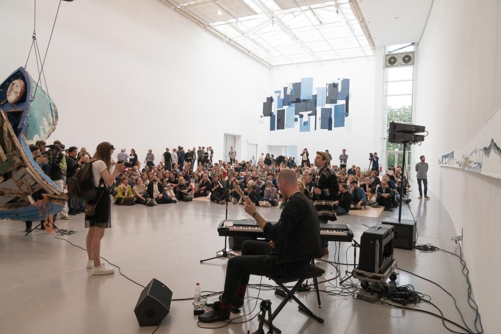 Sámi Artist Group (Britta Marakatt-Labba, Keviselie/Hans Ragnar Mathisen performance