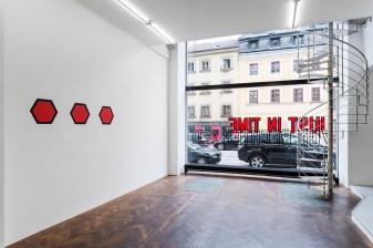 Lawrence Weiner, Installation View, Galerie Hubert Winter